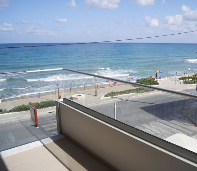 Crete seafront apartment for rent. ID 001-434b ...