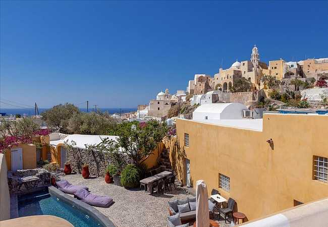 Historic residence for sale in the heart of Santorini. ID S4-1262